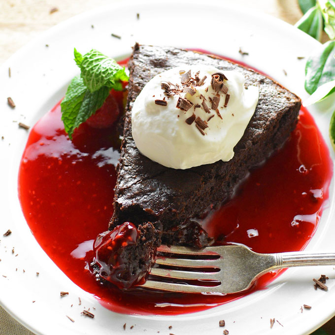 Chocolate Flourless Cake with Raspberry Sauce