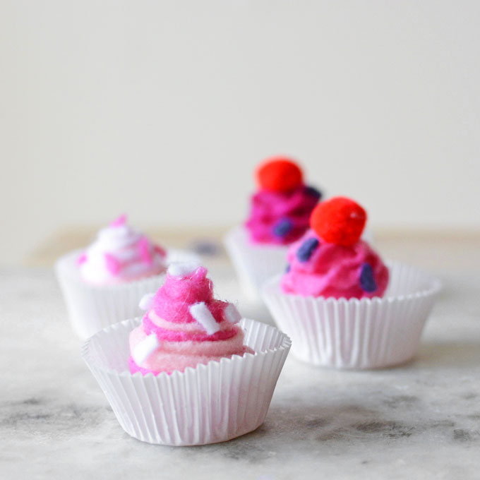 No-Sew Toy Felt Cupcakes and Recipe Roundup