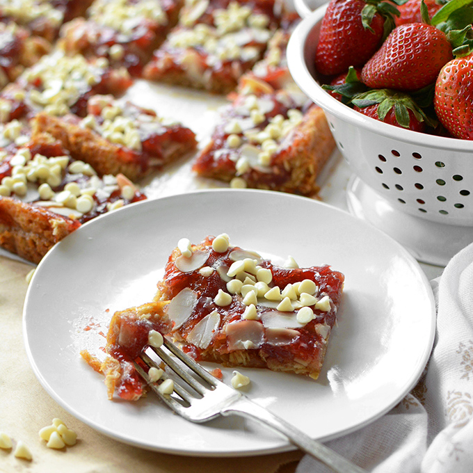 Strawberries 'n Cream Oatmeal Bars