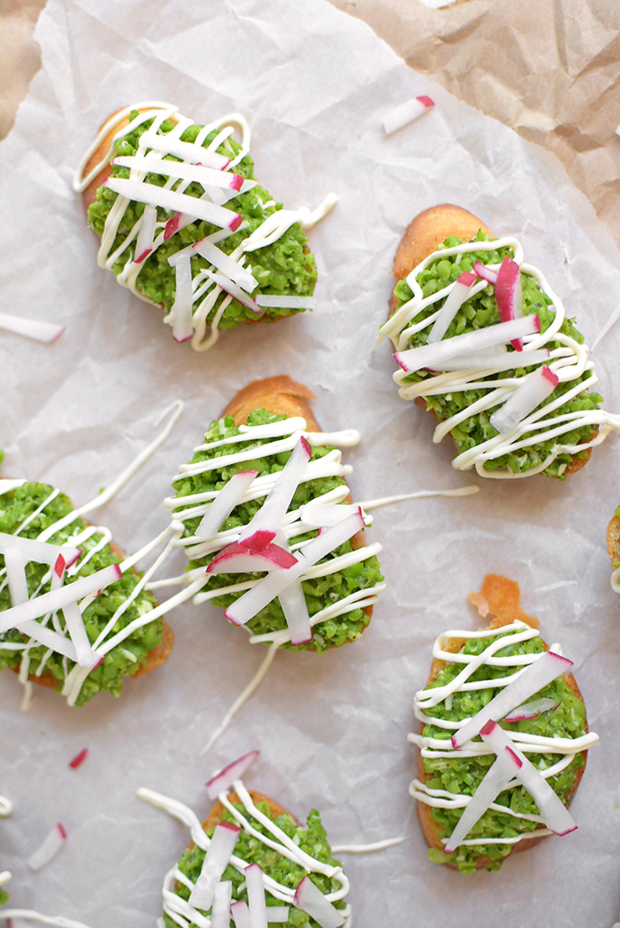 Sweet Pea Crostini - This light and fresh spring appetizer is the perfect way to whet your Easter appetite (without spoiling your dinner).