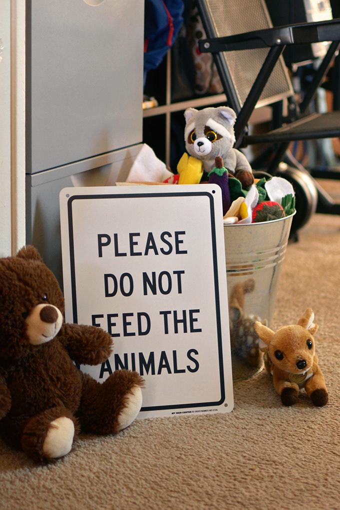Please Don't Feed the Animals Party Decoration