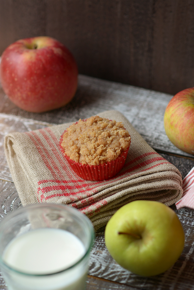 apple cinnamon streusel muffin
