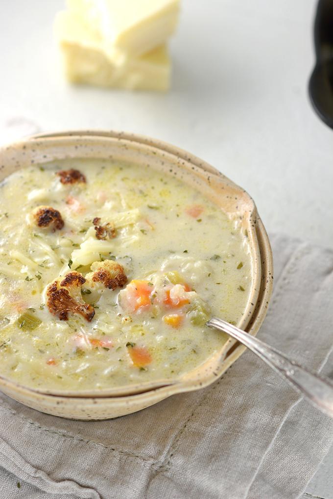 Cheddar Cauliflower and Roasted Garlic Soup